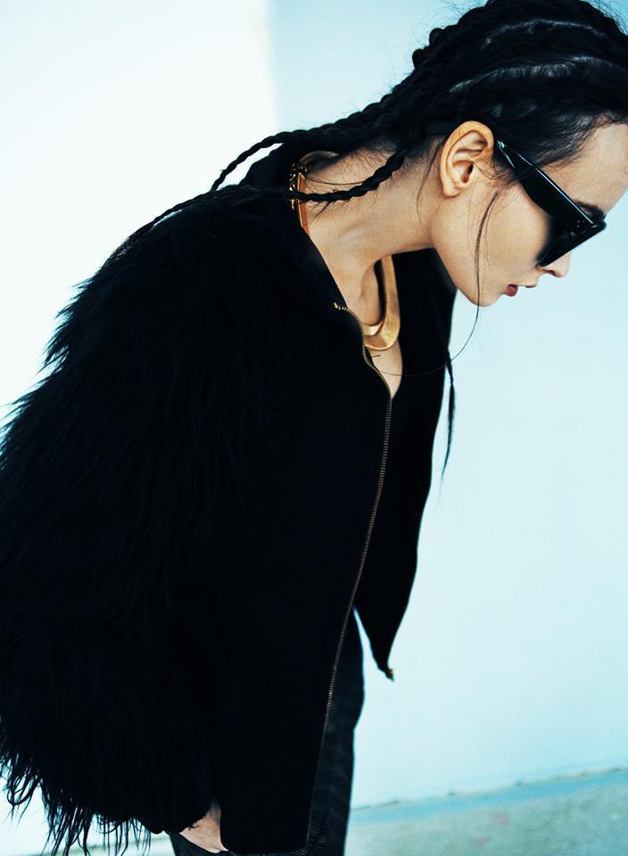 Жакет Zara, брюки Mango, очки Celine, колье Poisondrop